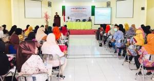Ketua Bawaslu Malut saat memberikan pengarahan kepada PDK dan PTPS se-Kecamatan Ternate Selatan