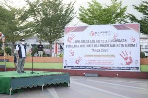 Ketua Bawaslu RI, Abhan saat memimpin apel siaga dan patroly pengawasan di Landmark Ternate